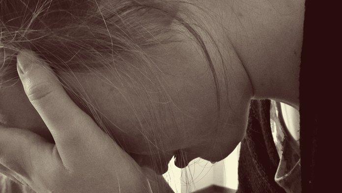 PsicoAjuda é referência cientifica - adolescente angustiada com a separação dos pais